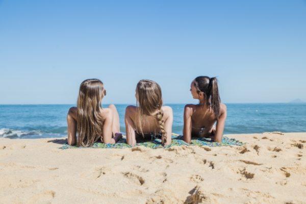 Preparare la pelle all'abbronzatura evitando i danni del sole
