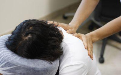 Chair massage: massaggio da ufficio per alleviare tensioni